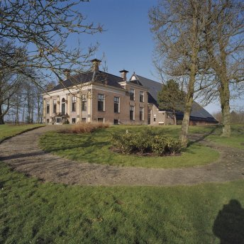 Overzicht_boerderij,_voorhuis_met_pad_-_Usquert_-_20364444_-_RCE